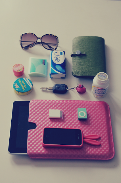 What's inside my bag and sneak peek of new, lovely things ♥
