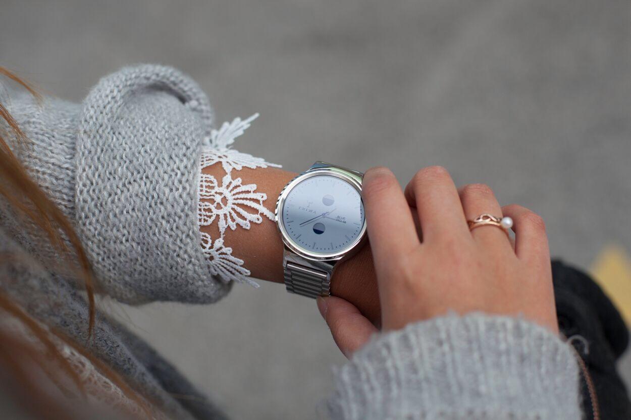 Die Huawei Watch im Casual Shopping Look