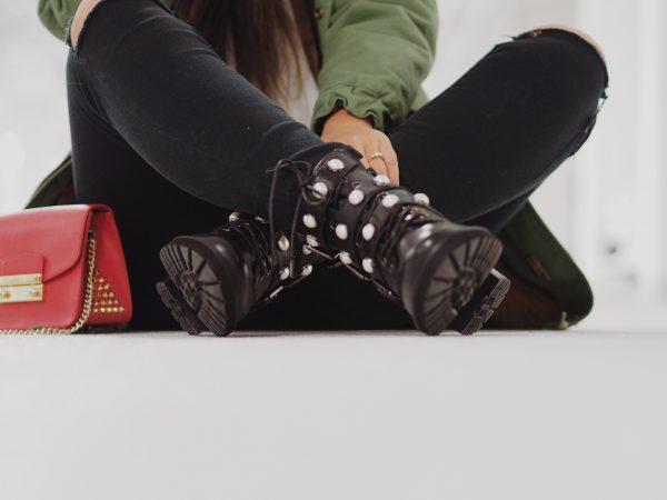 Winter-Look: Parka & Boots.   Werbung
