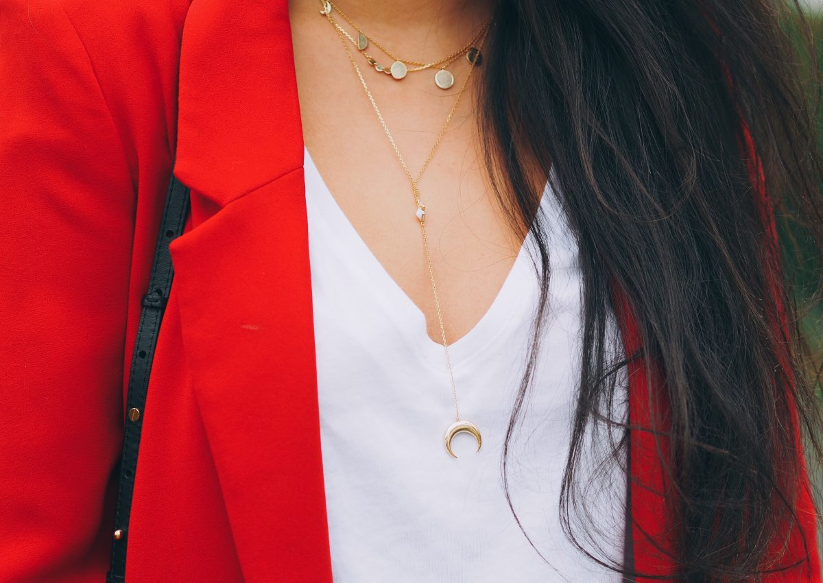 Roter Blazer casual gestylt