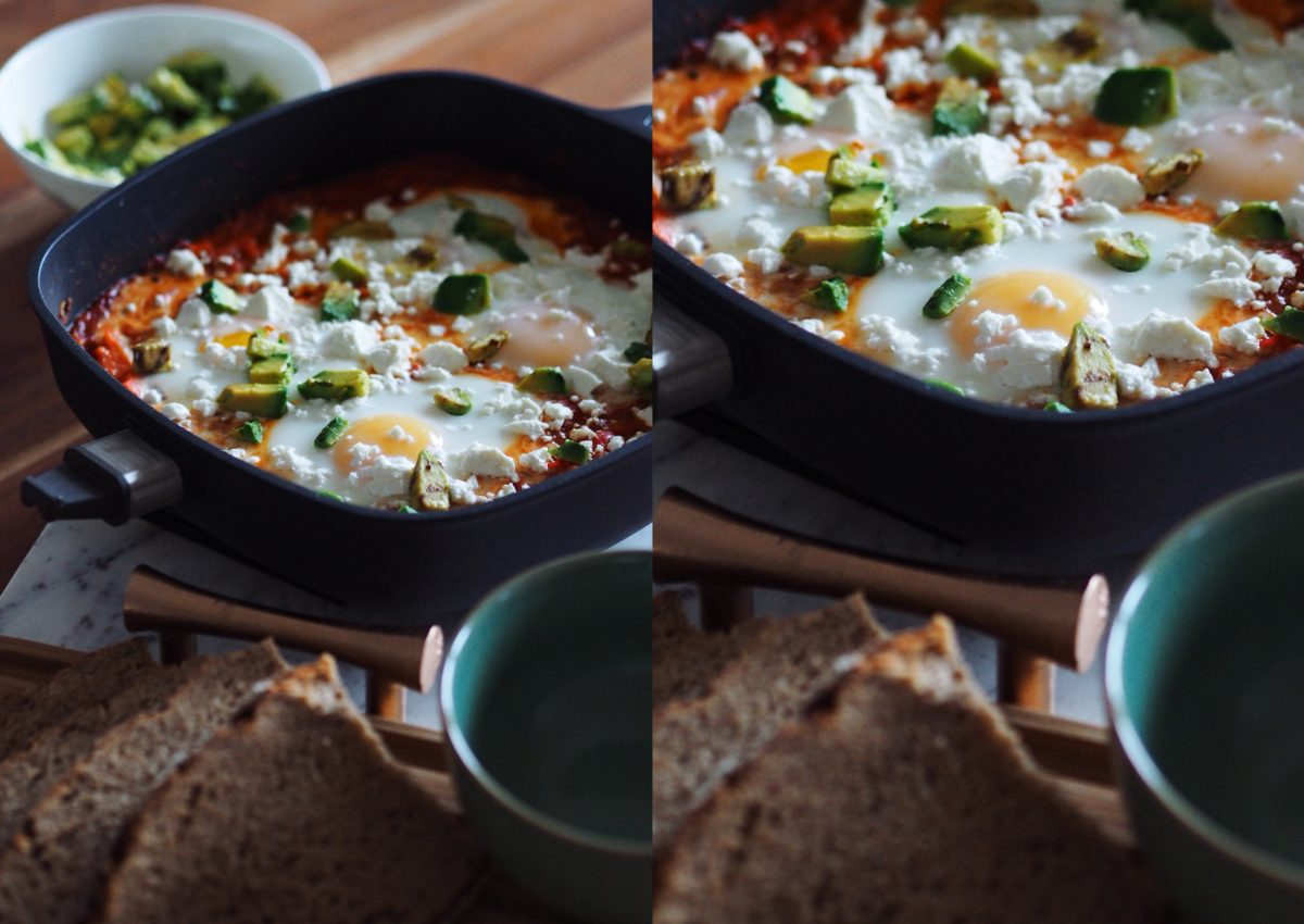Vegetarisches Rezept: Shakshuka mit Feta und Avocado